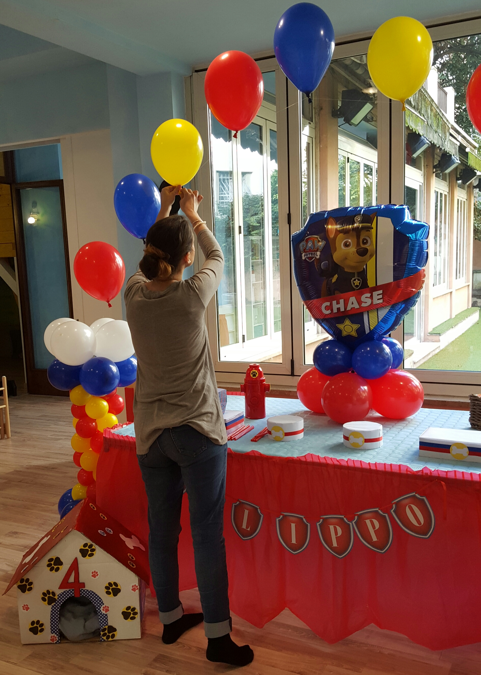Paw party festa a tema paw patrol bolle eventi eventi animazione roma - Composizione palloncini da tavolo ...