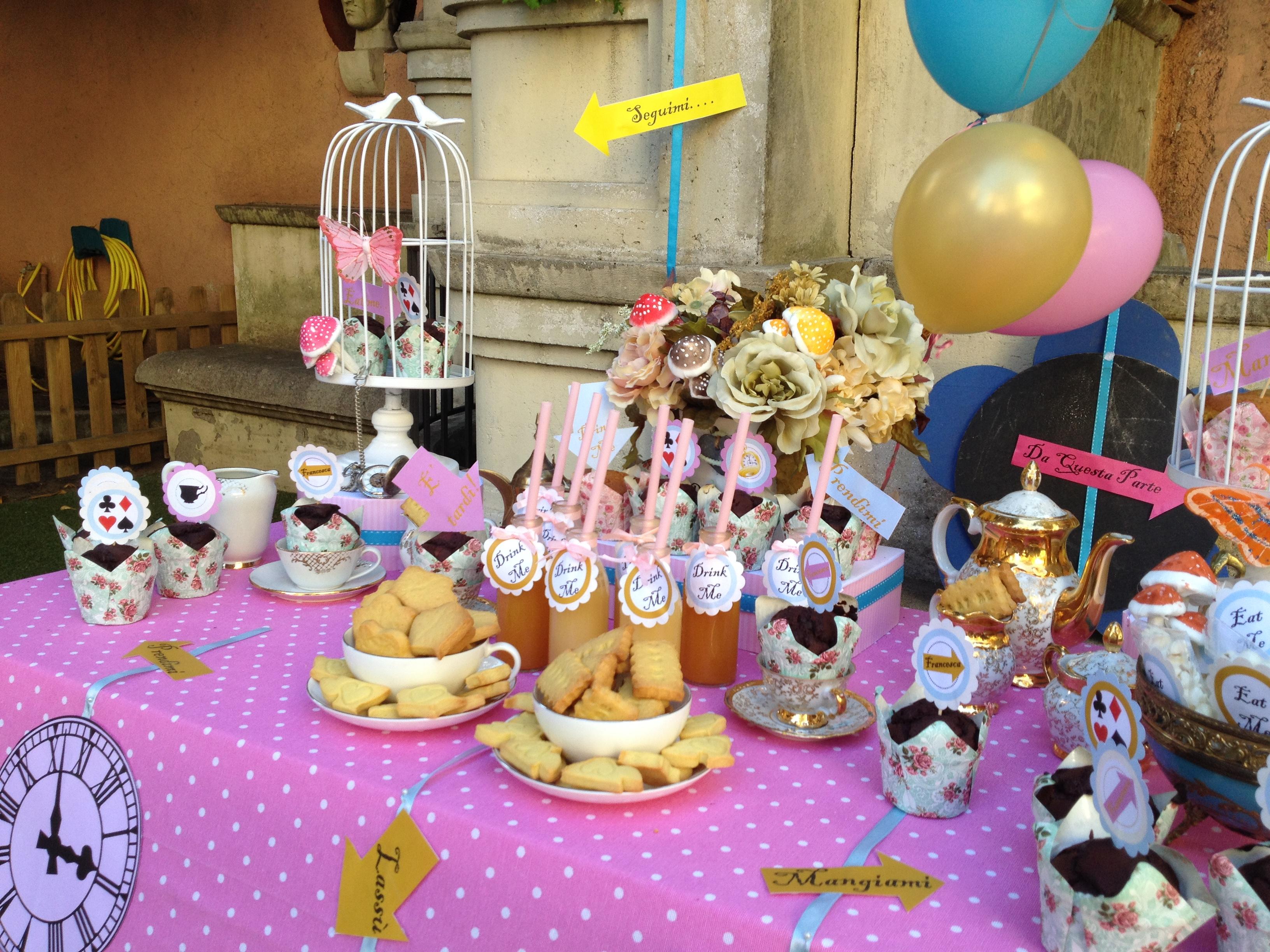 Tavolo Compleanno Bambini : Alice nel paese delle meraviglie ⋆ bolle eventi eventi